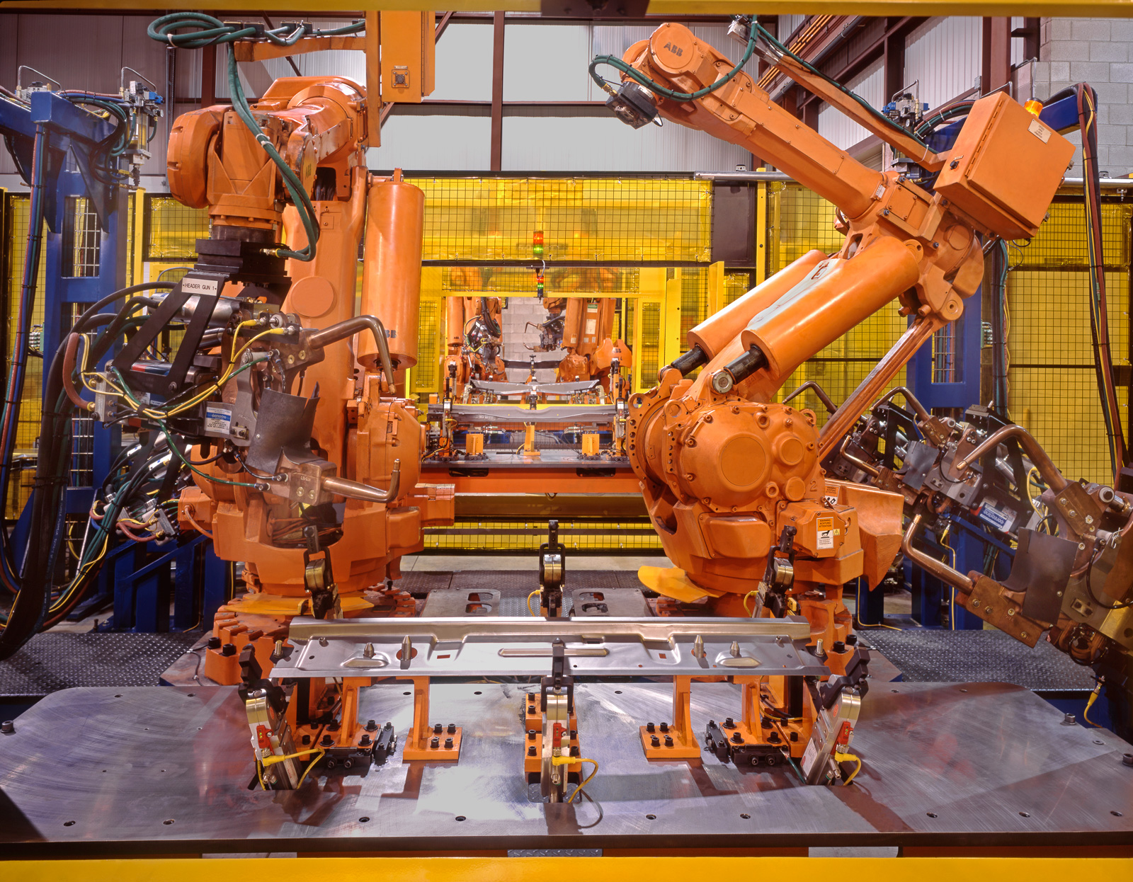 Flexible Robotic Spot Weld with Interchangeable Guns and Tooling